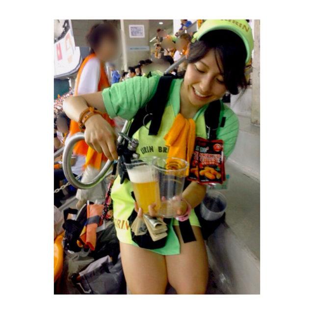 上村彩子のビール売り子時代の画像